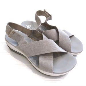 CLARKS Cloudsteppers Sandals